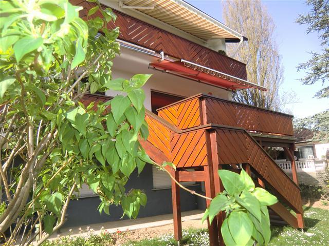 Balkon in Holzbauweise mit Treppe (Klein)