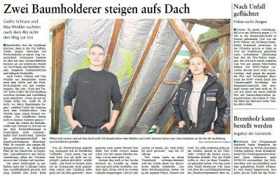 Zwei Baumholderer steigen aufs Dach