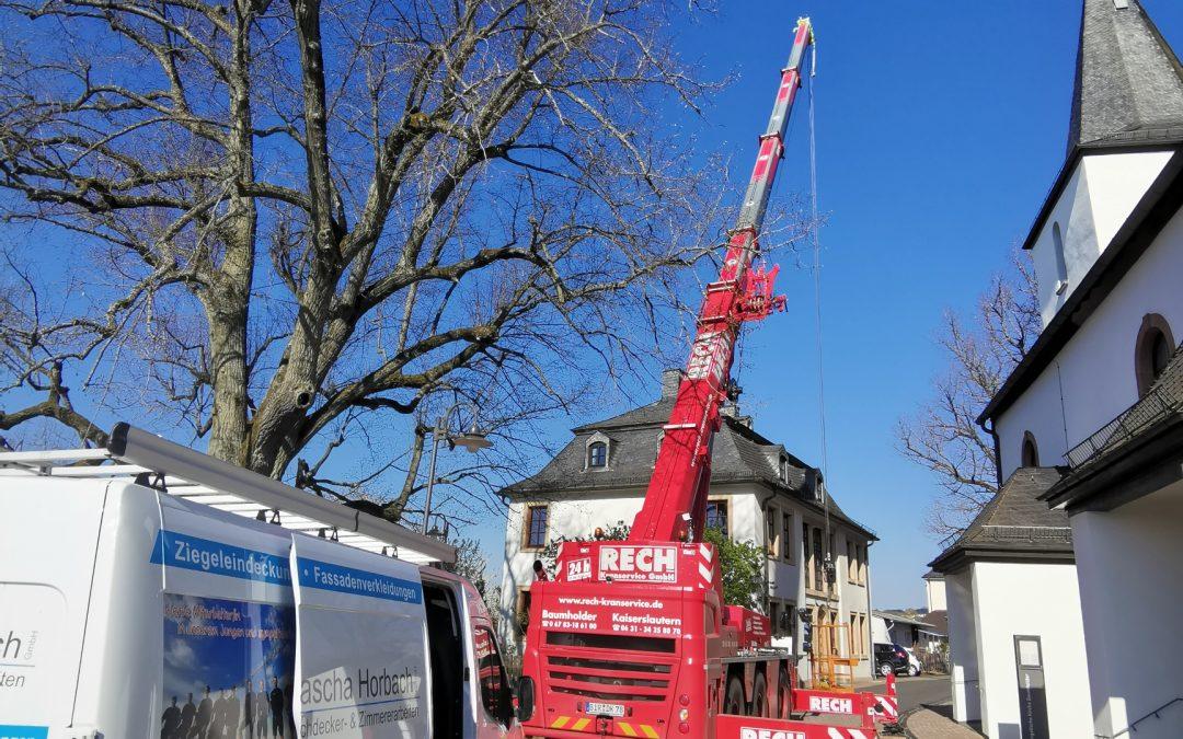Reparatur Ev. Pfarrhaus und Kirchenturm mit 50 m kran